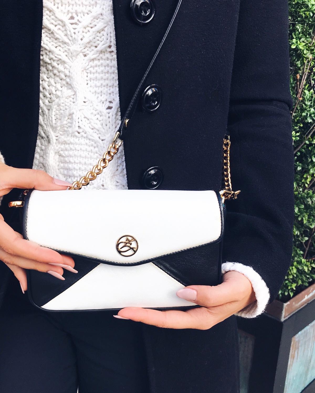 zahava NYC, NYC, bag, luxury, retro, classic, black&white, fashionista, bag,purse,cross body, 1bag3ways, inside, pop of color, blue