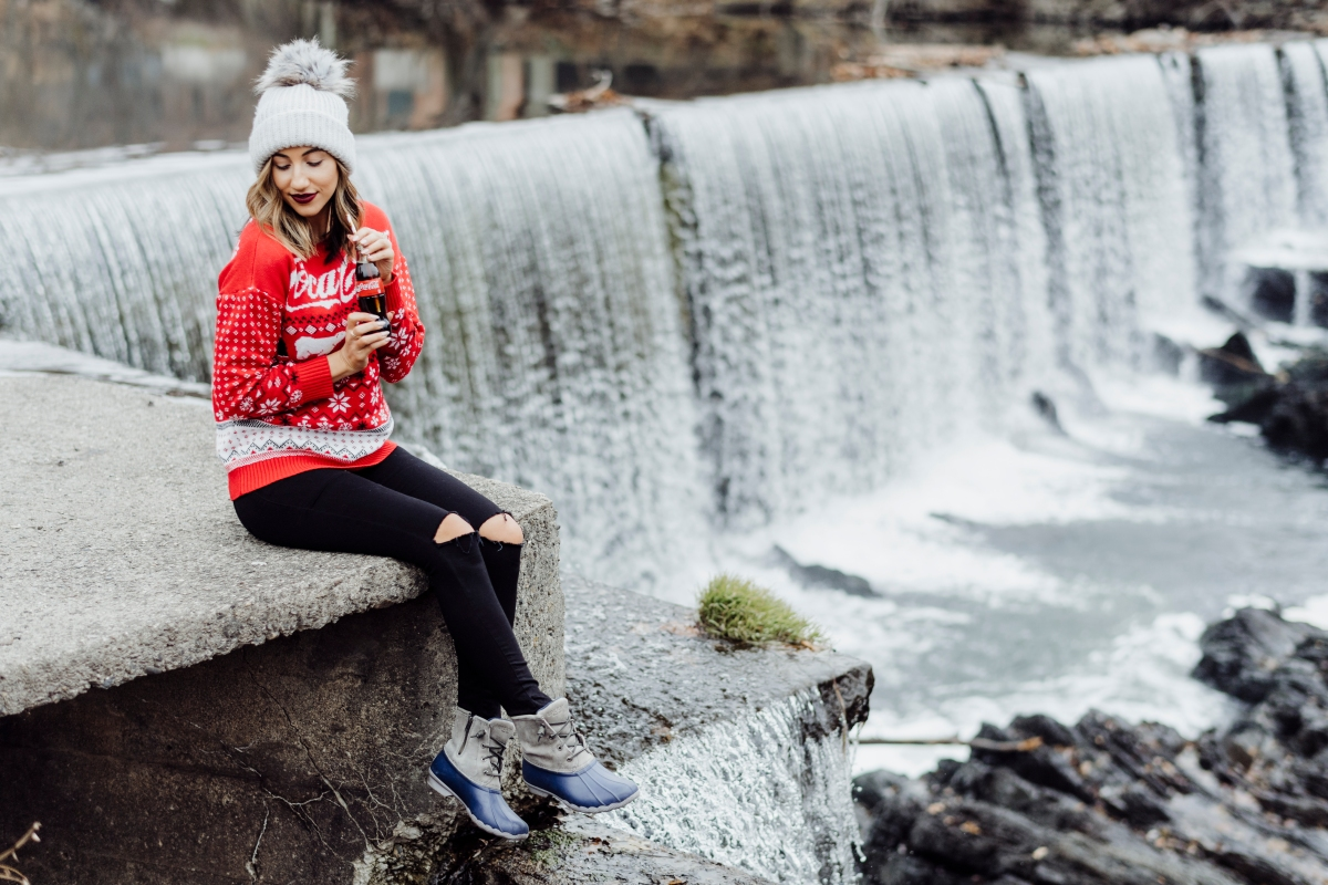 outdoors-holiday-sweater-office-party-christmas-hat-nordstrom-forever21-budget-friendly-coka-cola-cold-winter-fashion-style-blogger-ny