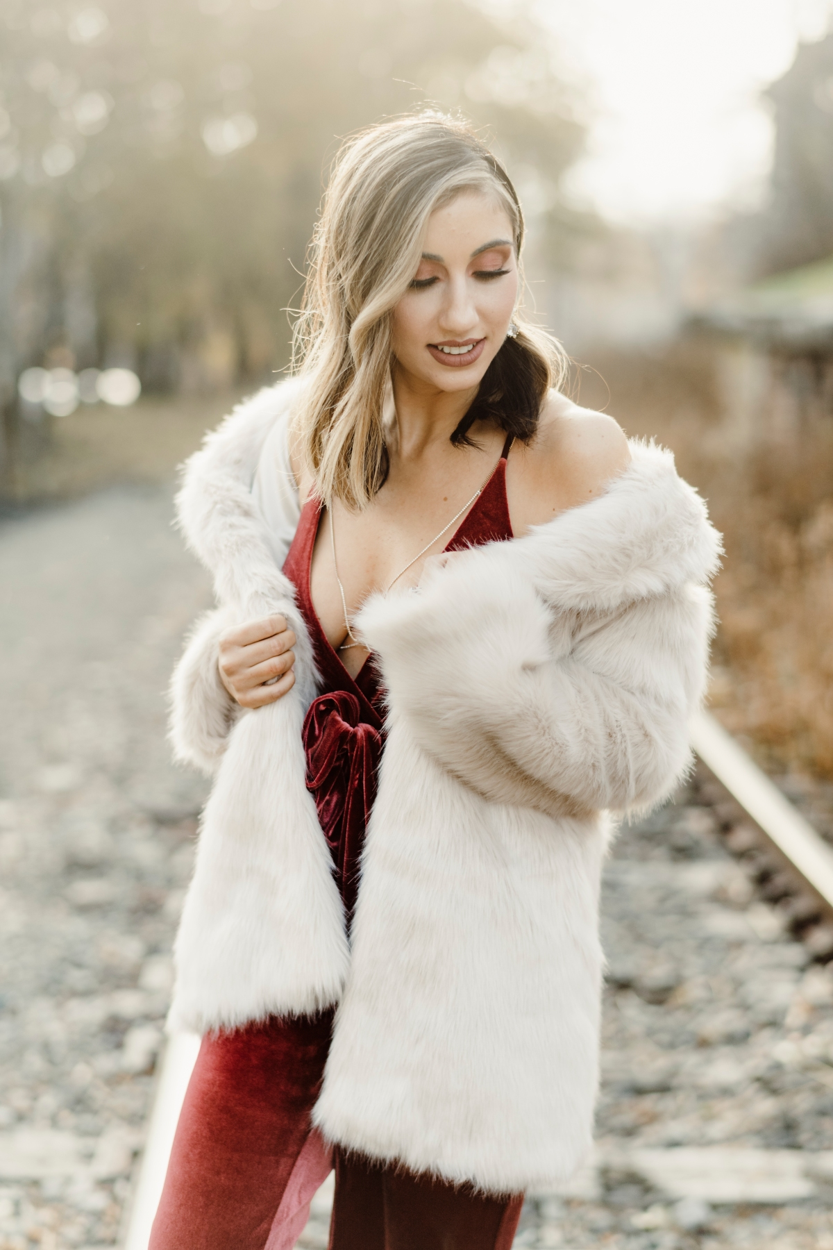 velvet-velour-jumpsuit-romper-glam-faux-fur-glamorus-stunning-holiday-NYE-fashion-style-look-book